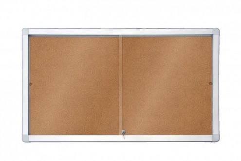 Gablota wewnętrzna 18xA4/138x99 model 1 z przesuwnymi drzwiami powierzchnia korkowa
